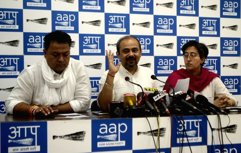 AAP leaders Dilip Pandey and Atishi Marlena address a press conference in New Delhi on April 17, 2017. - Dilip Pandey