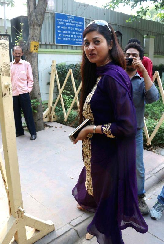 AAP MLA Alka Lamba arrives at Delhi Chief Minister Arvind Kejriwal's residence during a MLAs meeting, in New Delhi on May 6, 2017. - Arvind Kejriwal