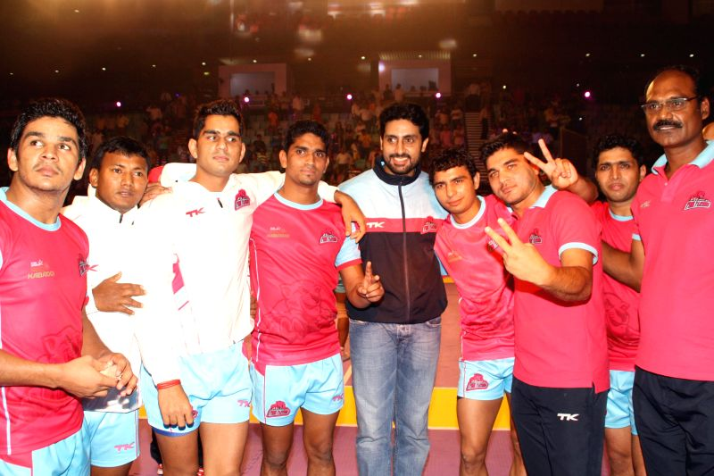 Abhishek Bachchan during match, Delhi Vs Jaipur ,Pro-Kabaddi League, in New Delhi on August 05,2014. - Abhishek Bachchan