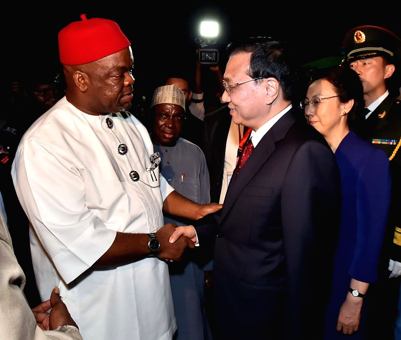 Chinese Premier Li Keqiang (R front) and his wife Cheng Hong (2nd R) arrive at the airport for a visit in Abuja, Nigeria, May 6, 2014.