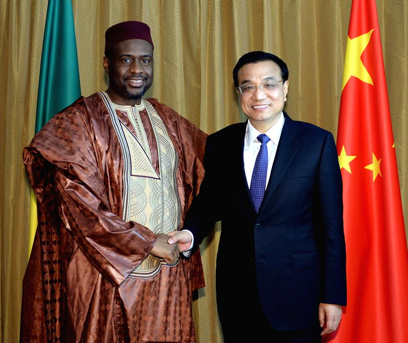 Visiting Chinese Premier Li Keqiang (R) meets with Mali's Prime Minister Moussa Mara, who is attending the 2014 World Economic Forum on Africa, in Abuja, Nigeria, May .. - Moussa Mara