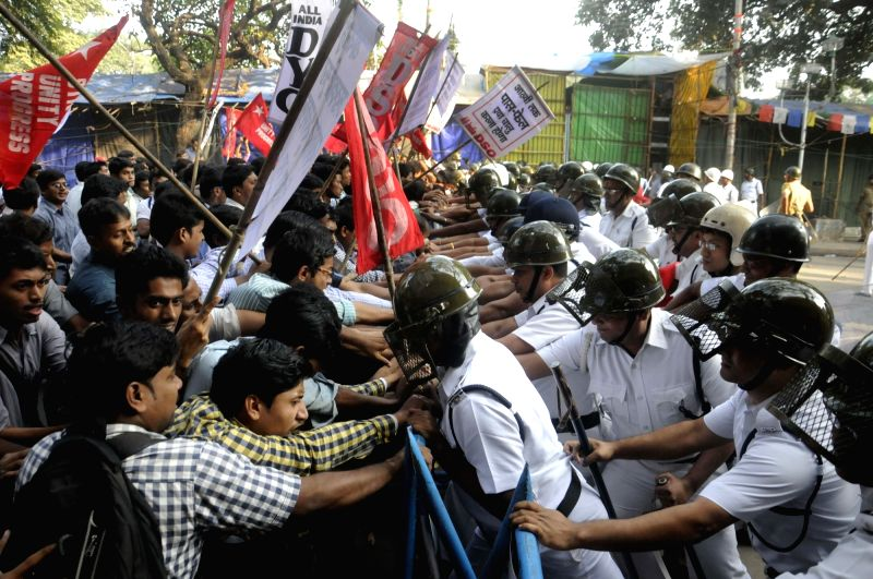 Activists of  AIDSO and AIDYO stage a demonstration to press for reintroduction of  pass-fail system up to class VIII  in Kolkata, on Nov 26, 2015.