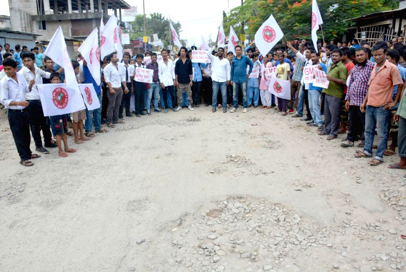 Activists of All Assam Student's Union (AASU) blocks Sijubari road against Sijubari's damaged road in Guwahati on Saturday Activists of All Assam Student's Union (AASU) blocks Sijubari road against ..