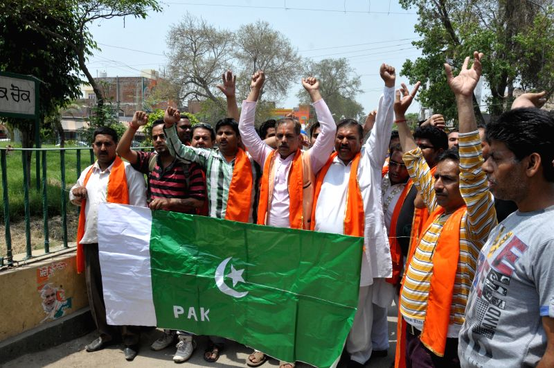 Activists of Shiv Sena (Samajwadi) demonstrate against Pakistan for violation of ceasefire in Amritsar on May 5, 2014.