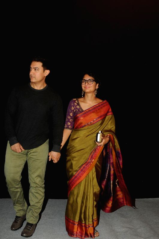 Actor Aamir Khan along with his wife Kiran Rao during the Star Parivaar award ceremony in Mumbai on June 21, 2014. - Aamir Khan and Kiran Rao