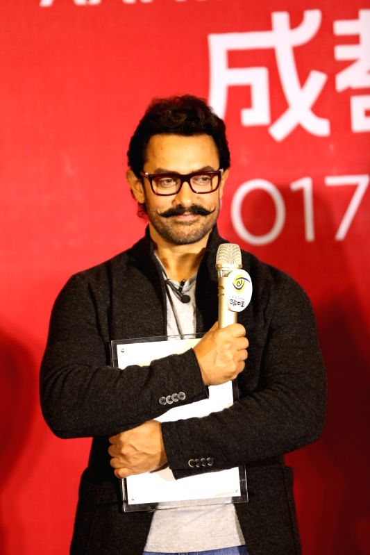 Actor Aamir Khan during a press conference at the Thatched Cottage of Du Fu in Chengdu city in southwest China's Sichuan province, 20 April 2017. - Aamir Khan