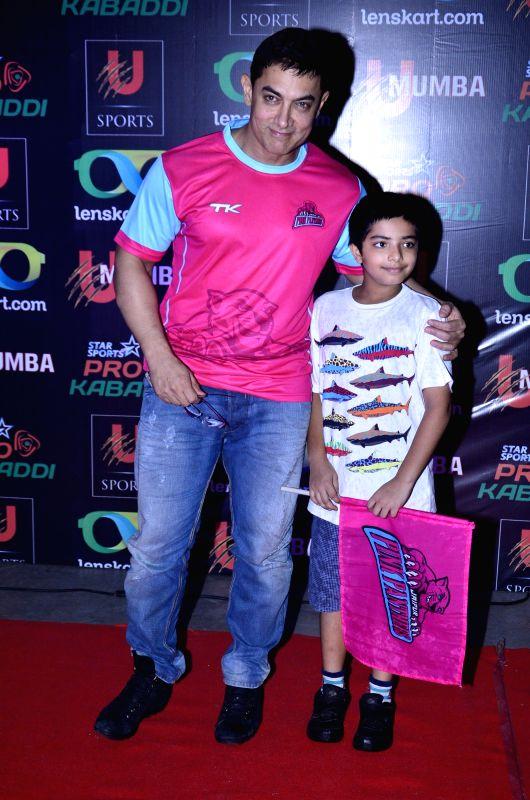 Actor Aamir Khan during the Pro-Kabaddi League between U Mumba vs Jaipur Pink Panthers in Mumbai on 27, July 2014. - Aamir Khan