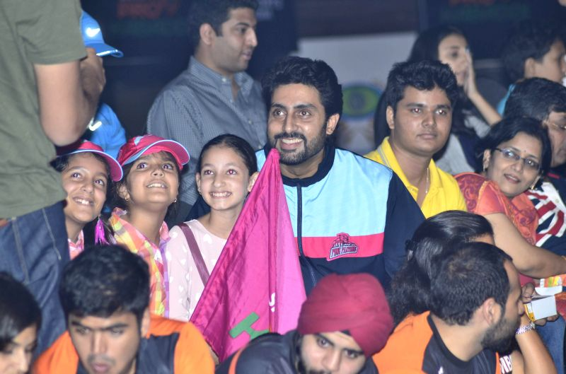 Actor Abhishek Bachchan during the semi finals of Pro Kabaddi League (PKL) match between Jaipur Pink Panthers and Patna Pirates in Mumbai on Aug 29, 2014. - Abhishek Bachchan