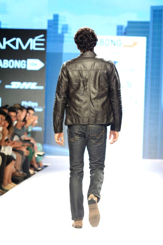 Actor Aditya Roy Kapur walks the ramp displaying outfits by fashion designer Tom Tailor at the Lakme Fashion Week Summer Resort 2015 in Mumbai on March 20, 2015. - Aditya Roy Kapur