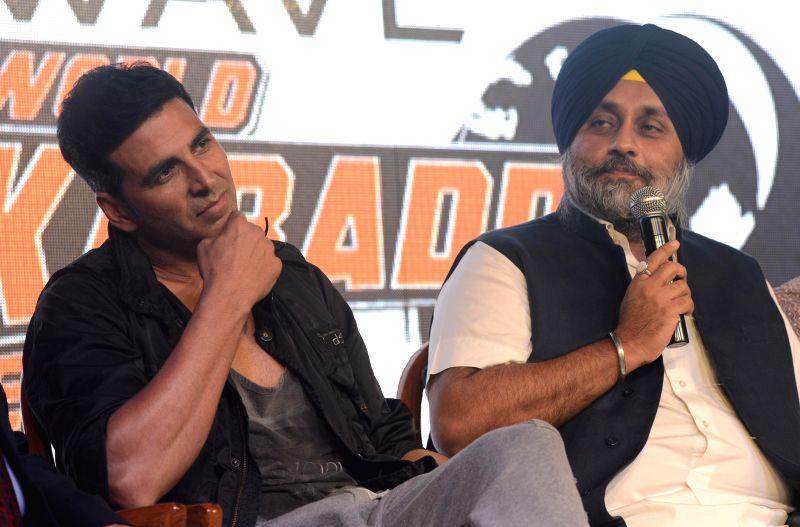 Actor Akshay Kumar and Punjab Deputy Chief Minister Sukhbir Singh Badal at the announces of `World Kabaddi League` in New Delhi on July 24, 2014. - Akshay Kumar and Sukhbir Singh Badal