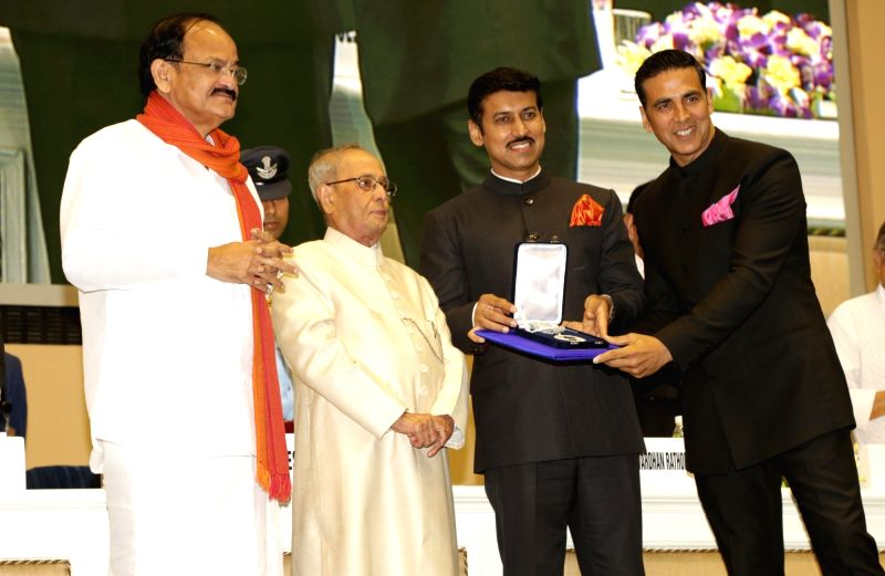 "Actor Akshay Kumar, won the Best Actor honour for ""Rustom"" being felicitated by President Pranab Mukherjee at the 64th National Film Awards Function, in New Delhi on May 3, 2017. ... - Akshay Kumar, M. Venkaiah Naidu, Pranab Mukherjee and Rajyavardhan Singh Rathore"