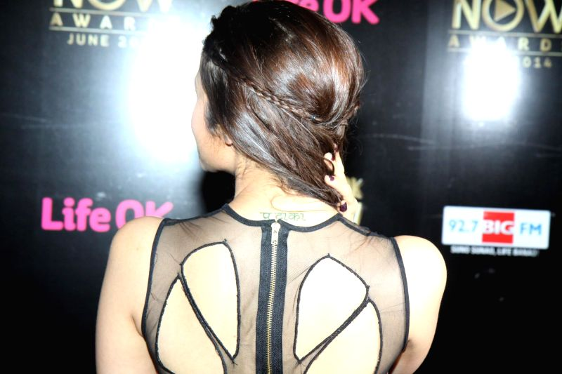 Actor Alia Bhatt shows her new tattoo during the Big Life OK Now Award 2014 in Mumbai on June 23, 2014. - Alia Bhatt