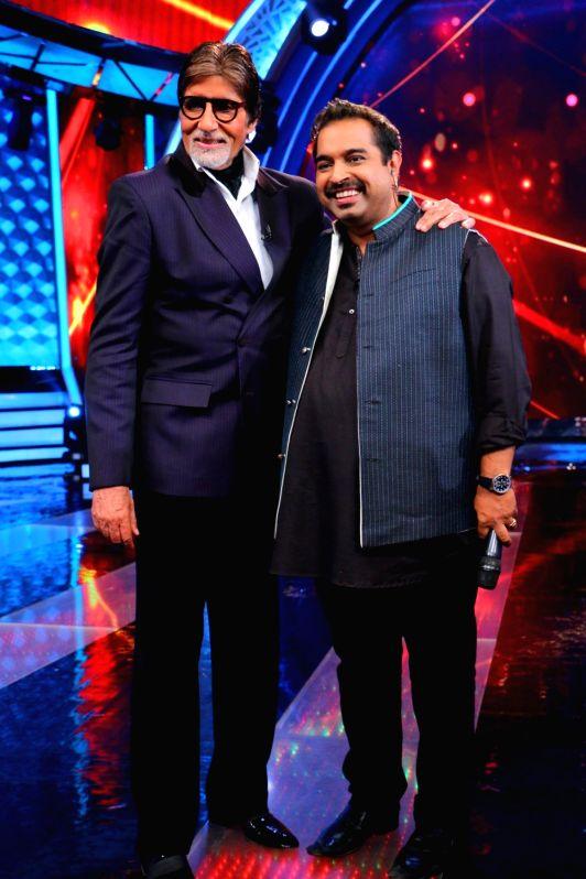 Actor Amitabh Bachchan and music composer and playback singer Shankar Mahadevan during the former`s show Aaj Ki Raat Hai Zindagi in Mumbai on Nov 27, 2015.