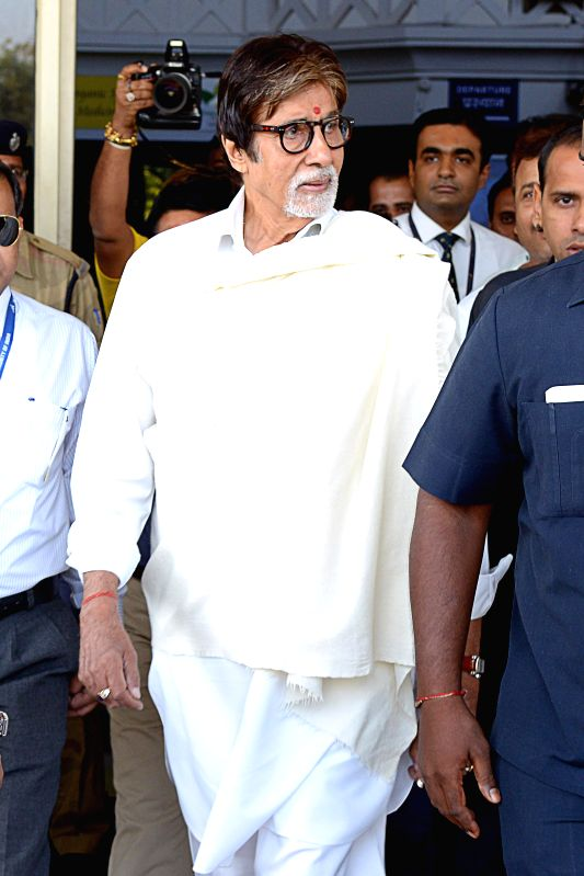 Actor Amitabh Bachchan arrives at Jodhpur airport on March, 20, 2015.