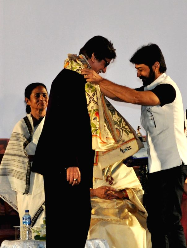 Actor Amitabh Bachchan being felicitated by Prosenjit Chatterjee during the inauguration of the 21st Kolkata International Film Festival in Kolkata on Nov 14, 2015. - Amitabh Bachchan and Prosenjit Chatterjee