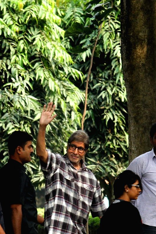 Actor Amitabh Bachchan during the shooting for his upcoming film at Salt Lake Central Park in Kolkata on Dec 12, 2015. - Amitabh Bachchan