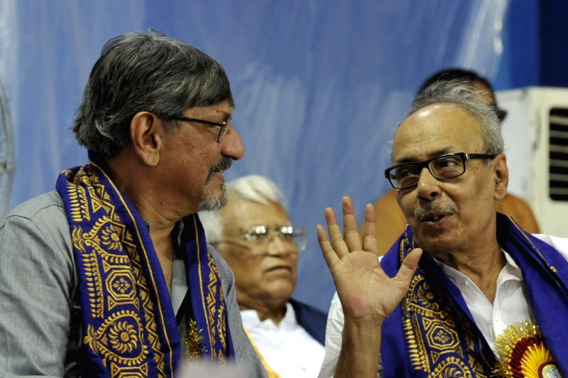 Actor Amol Palekar and author Shirshendu Mukhopadhyay during 42nd Convocation of Rabindra Bharati University in Kolkata, on May 8, 2017. - Amol Palekar
