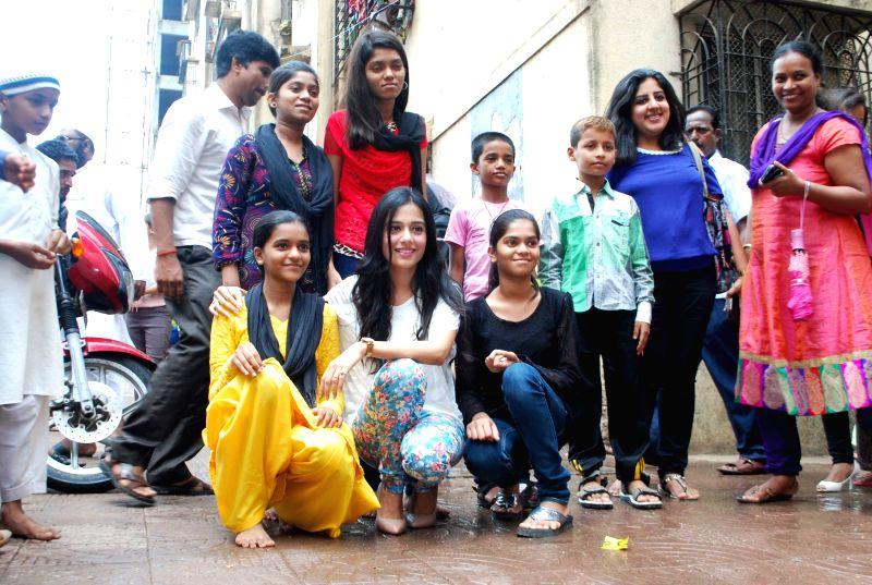 Actor Amrita Rao with children during her visit to Pratham NGO in Mumbai on Thursday, June 19, 2014. - Amrita Rao