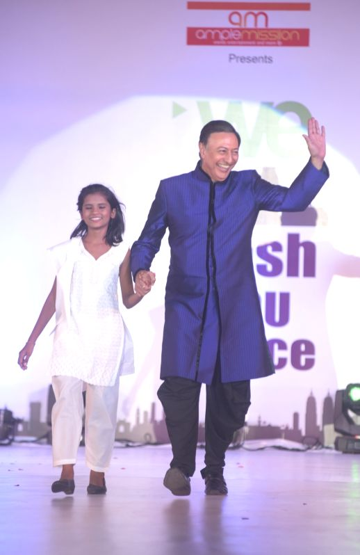 Actor Anang Desai participates Walk for Peace in the world to commemorate the 26/11 martyrs, organised by Aneel Murarkar founder of Ample Mission in Mumbai on November 25, 2015. - Anang Desai