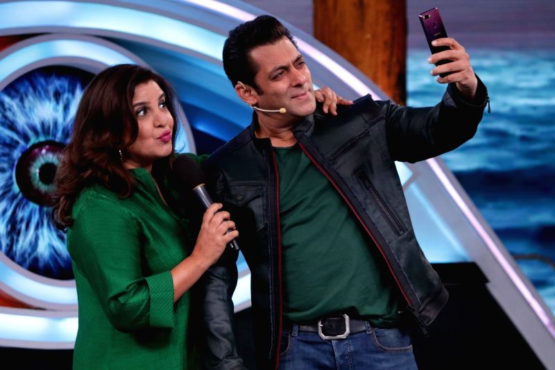 Actor and reality television show Big Boss Season 12 host Salman Khan poses for selfies with filmmaker Farah Khan on the sets of the show's 'Weekend Ka Vaar' episode in Mumbai on Nov 17, 2018. - Salman Khan and Farah Khan