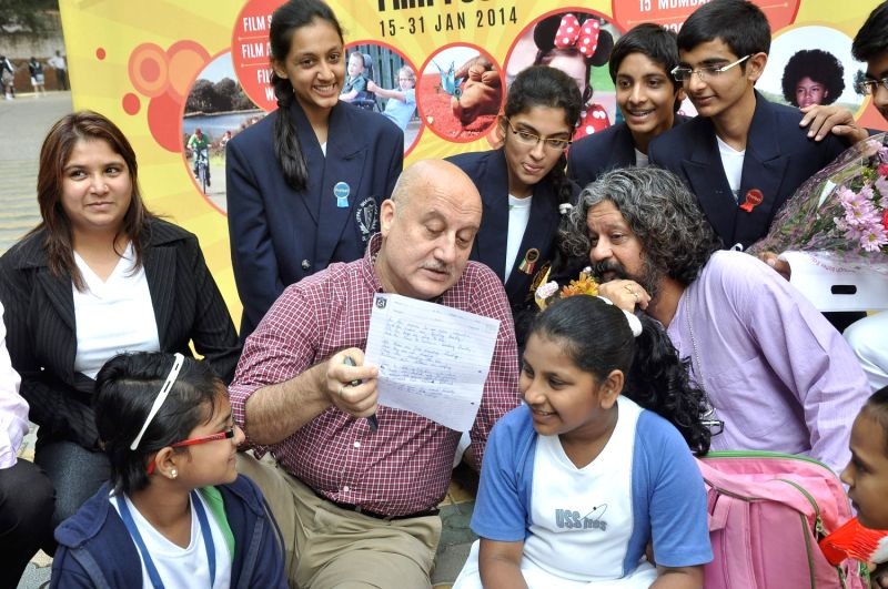 Actor Anupam Kher speaks with Bollywood filmmaker Amol Gupte during the opening ceremony of Lennep Kid's Film Festival, in Mumbai on January 15,2014. - Anupam Kher