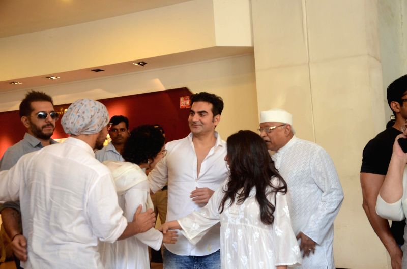 Actor Arbaaz Khan arrives to attend the prayer meet of his father and late actor Vinod Khanna at Nehru Centre in Mumbai, on May 3, 2017. - Arbaaz Khan and Vinod Khanna