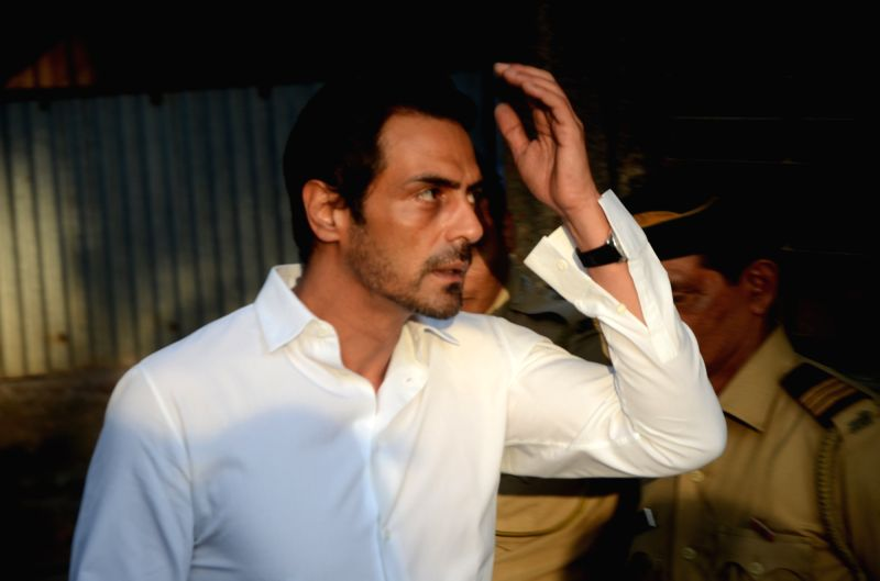 Actor Arjun Rampal at the funeral of veteran actor Vinod Khanna, who died in a Mumbai hospital after a prolonged illness on April 27, 2017. - Arjun Rampal and Vinod Khanna