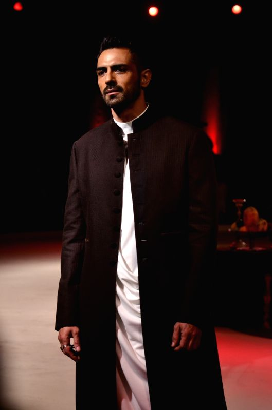 Actor Arjun Rampal walks the ramp during a fashion show in Kolkata on Nov 15, 2015.