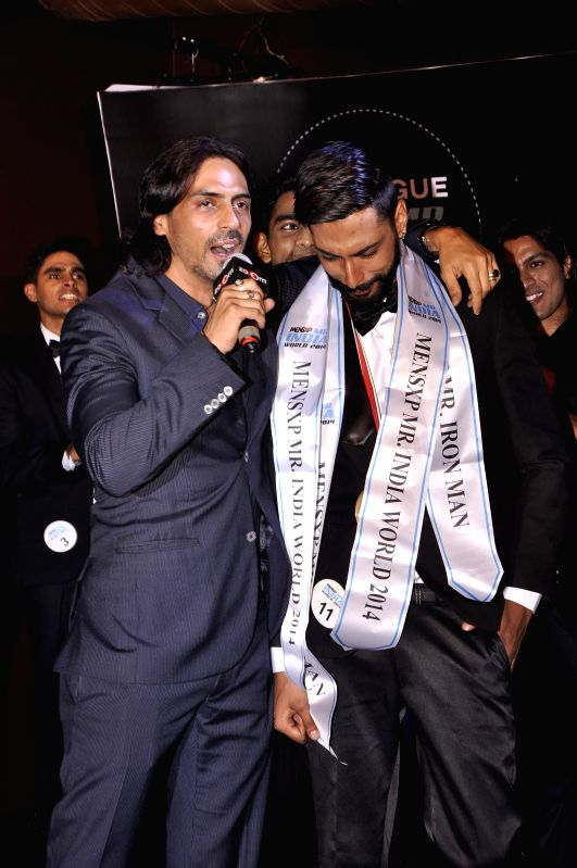 Actor Arjun Rampal with winner Pratik Jain during the Provogue Mr India 2014 finale in Mumbai, on May 8, 2014. - Arjun Rampal and Pratik Jain