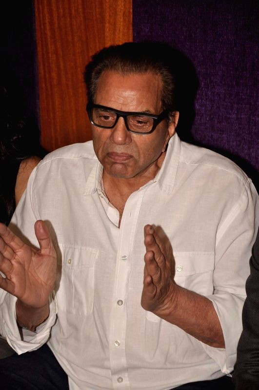 Actor Dharmendra during the screening of Subhash Ghai`s Punjabi film `Double Di Trouble` in Mumbai, on Aug 29, 2014. - Dharmendra