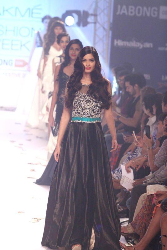 Actor Diana Penty displays the creation of fashion designer Rocky S during the Lakme Fashion Week (LFW) Winter/ Festive 2014, in Mumbai, on Aug. 21, 2014. - Diana Penty