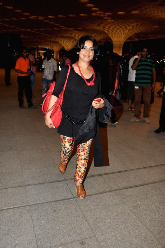 Actor Diya Dutta at the Terminal 2 of the Chhatrapati Shivaji International Airport, in Mumbai, on April 23, 2014. The Bollywood actor left to attend the International Indian Film Academy (IIFA) ... - Diya Dutta