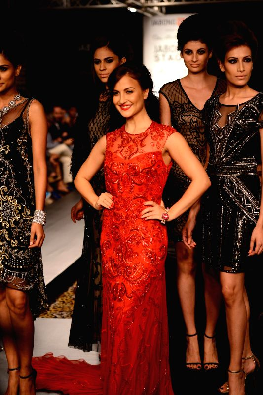 Actor Elli Avram displays the creation of fashion brand Miss Selfridge during the Lakme Fashion Week (LFW) Winter/ Festive 2014 in Mumbai, on Aug. 23, 2014. - Elli Avram