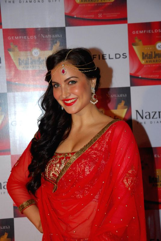 Actor Elli Avram during the 10th Annual Gemfields and Nazraana Retail Jeweller India Awards 2014 in Mumbai on July 19, 2014. (Photo : IANS) - Elli Avram