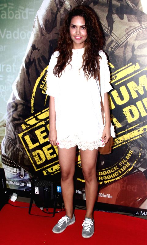 Actor Esha Gupta during the premiere of film Lekar Hum Deewana Dil at PVR Cinemas in Mumbai, on July 3, 2014. - Esha Gupta
