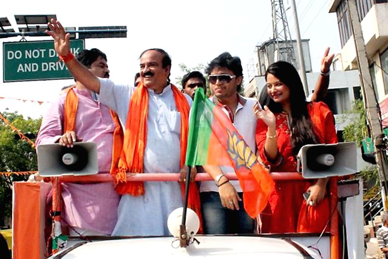 Actor Ganesh campaigns for BJP candidate for 2014 Lok Sabha Election from Bangalore South Ananth Kumar in Bangalore on April 13, 2014. - South Ananth Kumar