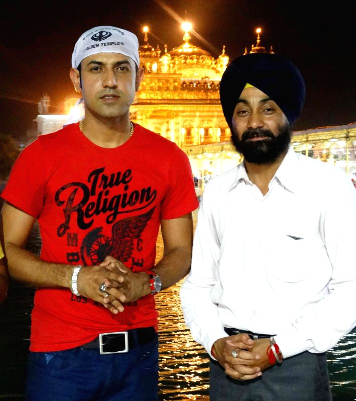 Actor Gippy Grewal pays obeisance at the Golden Temple in Amritsar on Aug 15, 2014.