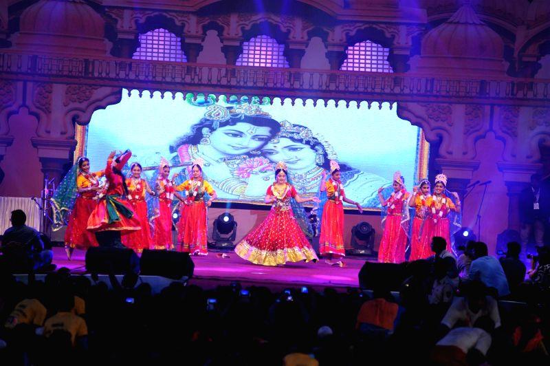 Actor Gracy Singh performs during Shri Sankalp Pratishthan`s Dahi Handi celebrations in Mumbai on Aug. 18, 2014. - Gracy Singh