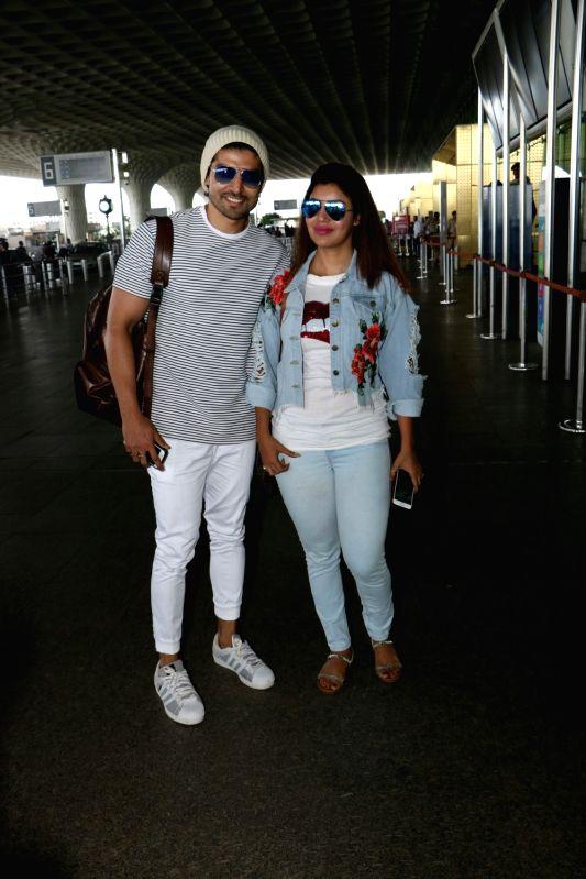 Gurmeet Choudhary and Debina Bonnerjee spotted at airport - Gurmeet Choudhary and Debina Bonnerjee