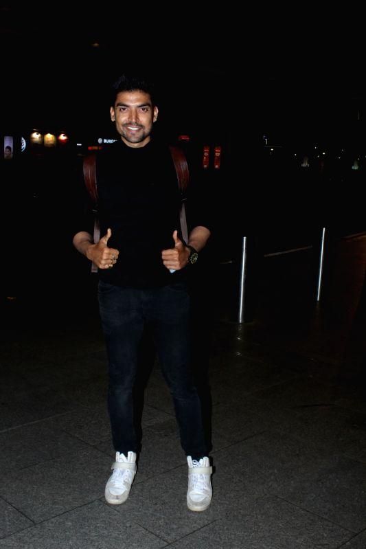 Actor Gurmeet Choudhary seen at Chhatrapati Shivaji Maharaj International airport in Mumbai on Dec 7, 2017. - Gurmeet Choudhary