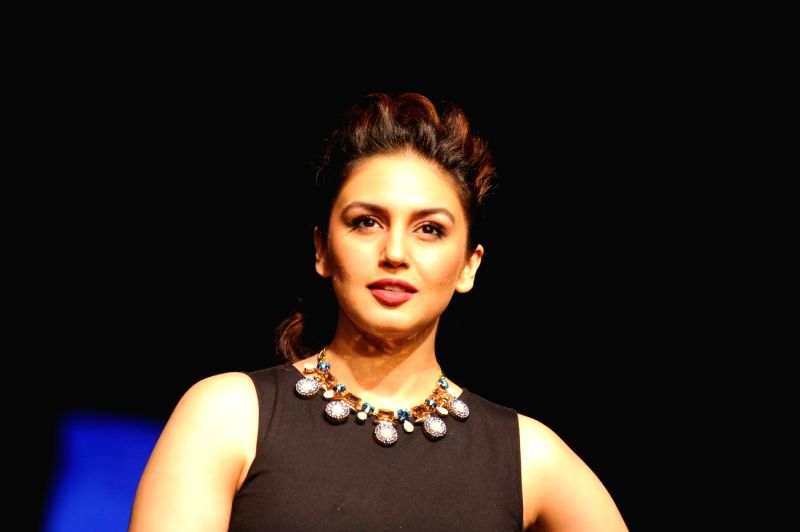 Actor Huma Qureshi during the Grand Finale day of Lakme Fashion Week (LFW) Winter/ Festive 2014, in Mumbai, on Aug. 24, 2014. - Huma Qureshi