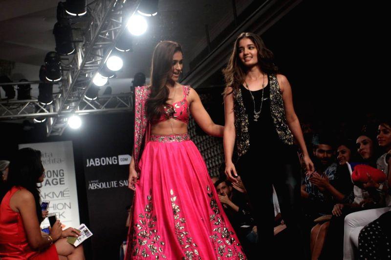 Actor Ileana D`Cruz walks on the ramp for designer Arpita Mehta during Lakme Fashion Week (LFW) Winter/ Festive 2014, in Mumbai, on Aug. 24, 2014. - Ileana D