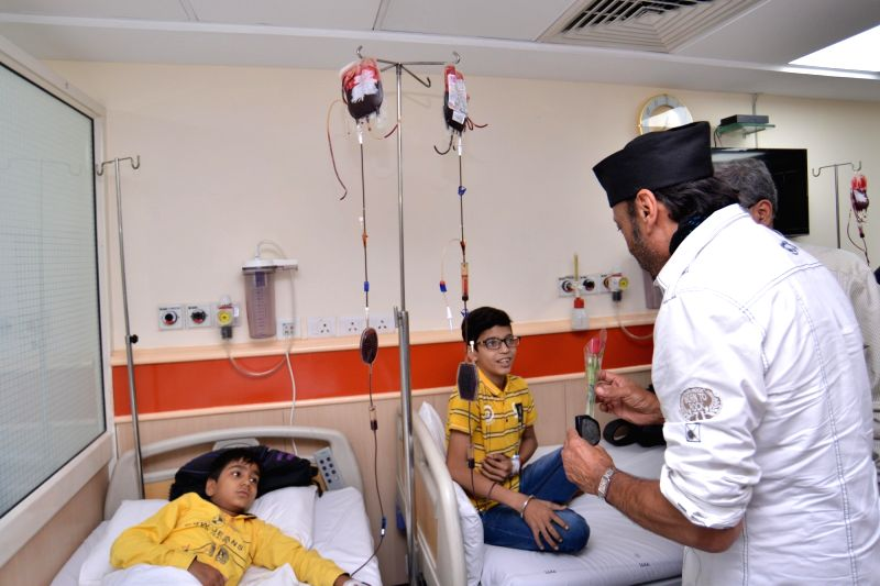 Actor Jackie Shroff visits children suffering from thalassemia at Sir Ganga Ram Hospital in New Delhi on May 9, 2018. - Jackie Shroff