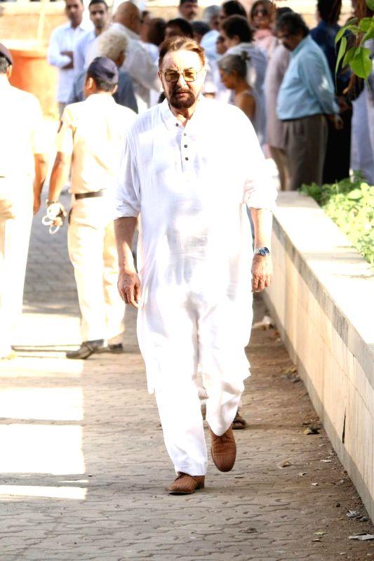 Actor Kabir Bedi at the funeral of veteran actor Vinod Khanna, who died in a Mumbai hospital after a prolonged illness on April 27, 2017. - Kabir Bedi and Vinod Khanna