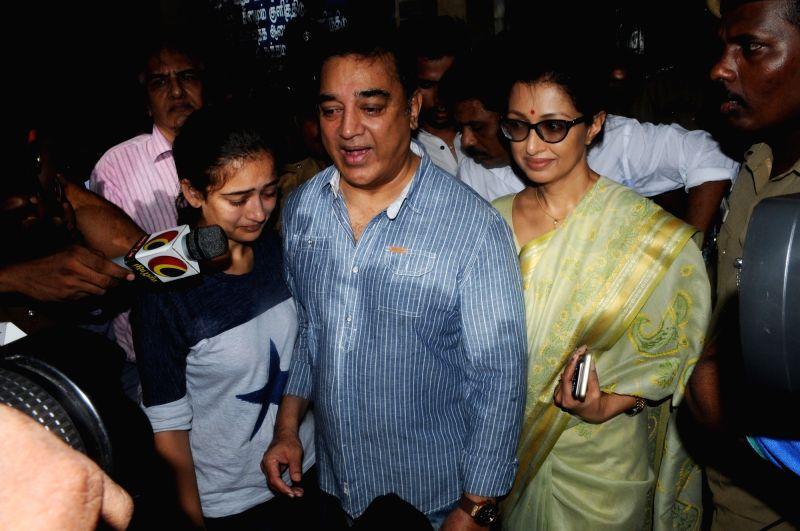 Actor Kamal Haasan, his daughter Akshara Haasan and partner Gautami after casting their votes during Tamil Nadu Assembly polls in Chennai on May 16, 2016. - Kamal Haasan