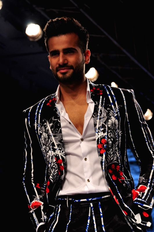 Actor Karan Tacker showstopper for Ken Ferns show at Lakme Fashion Week Summer/Resort 2015 in Mumbai on March 21, 2015 - Karan Tacker