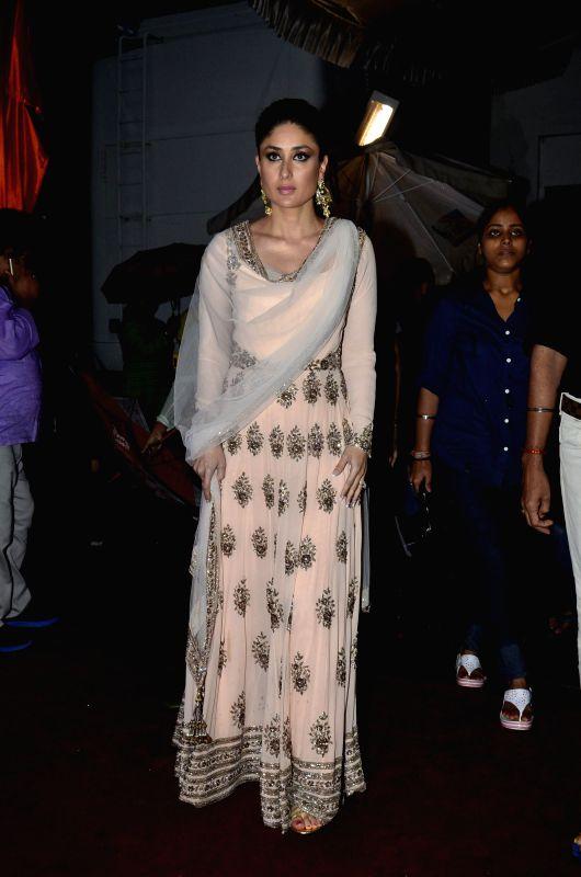 Actor Kareena Kapoor Khan on the sets of Jhalak Dikhhla Jaa 7 during the promotion of film Singham Returns in Mumbai on July 29, 2014. - Kareena Kapoor Khan