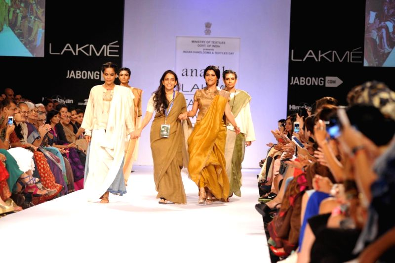 Actor Konkana Sen Sharma displays the creation of fashion designer Anavila during the Lakme Fashion Week (LFW) Winter/ Festive 2014 in Mumbai, on Aug. 21, 2014. - Konkana Sen Sharma