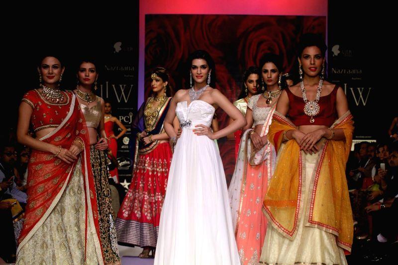 Actor Kriti Sanon displays the creation of Mahabir and KIK Jewels during the India International Jewellery Week (IIJW) in Mumbai, on July 16, 2014.