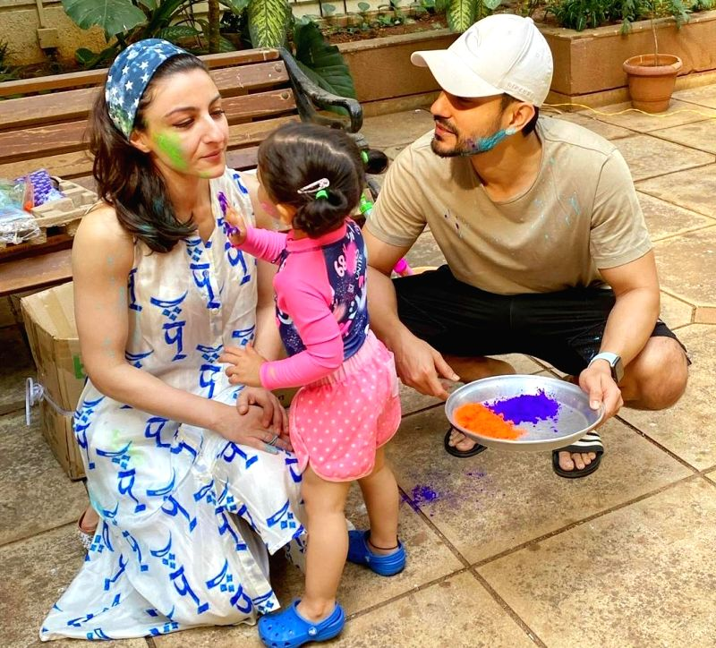 Actor Kunal Kemmu on Wednesday celebrated Holi after almost 12 years, and all credit goes to his little daughter Inaaya.